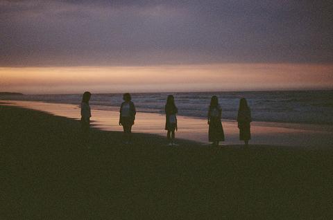 藍眼淚 -《當我們站在海的邊緣》